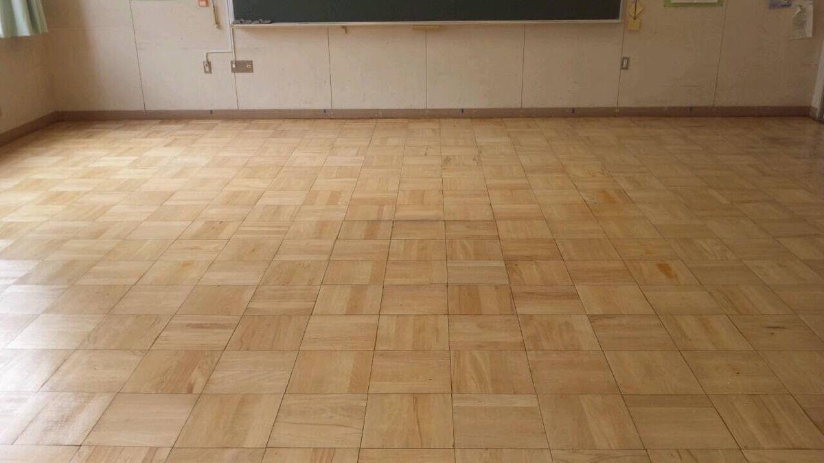 天王寺中学校教室床塗装工事